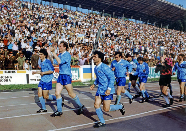 Футболисты Таврии с Кубком чемпионов Украины. Львов, 1992 год
